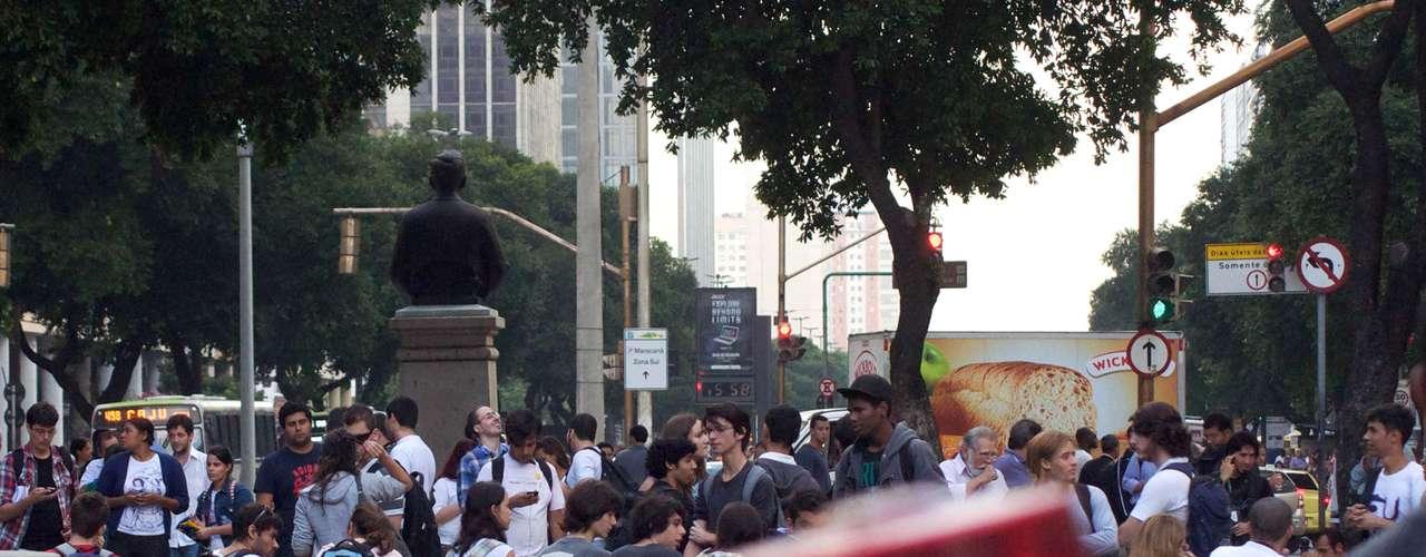 17 de junho No Rio de Janeiro, os manifestantes se reuniram na Candelária para a manifestação