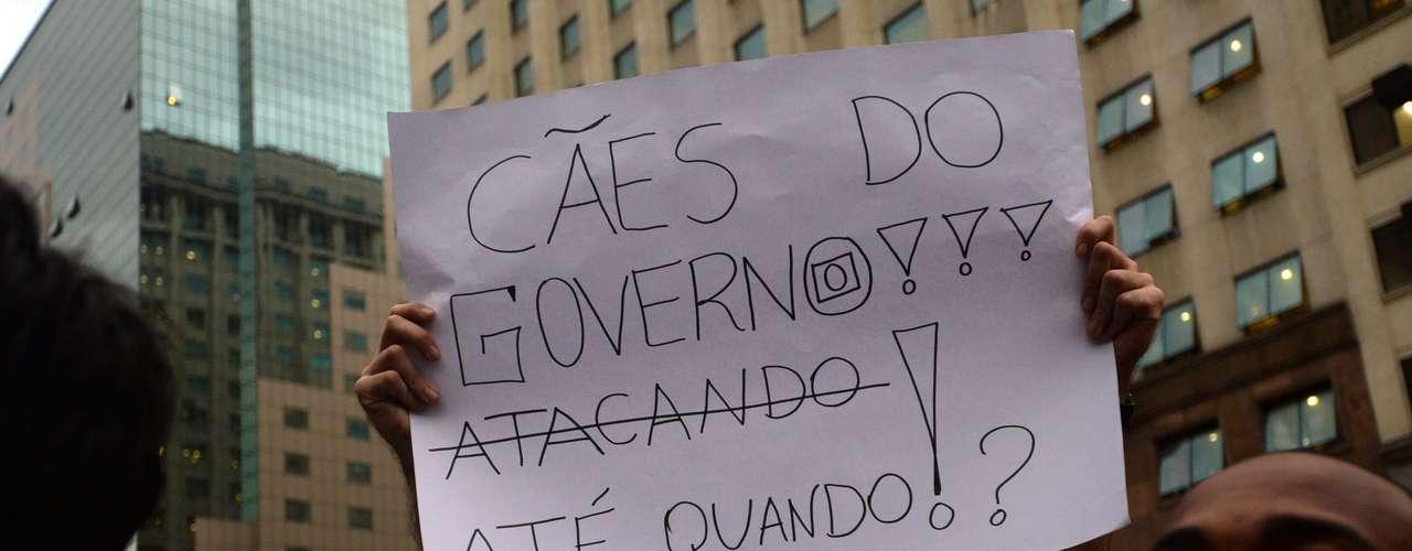 17 de junho Assim como em São Paulo, grupos que agitavam bandeiras de partidos políticos foram hostilizados por outros manifestantes no Rio
