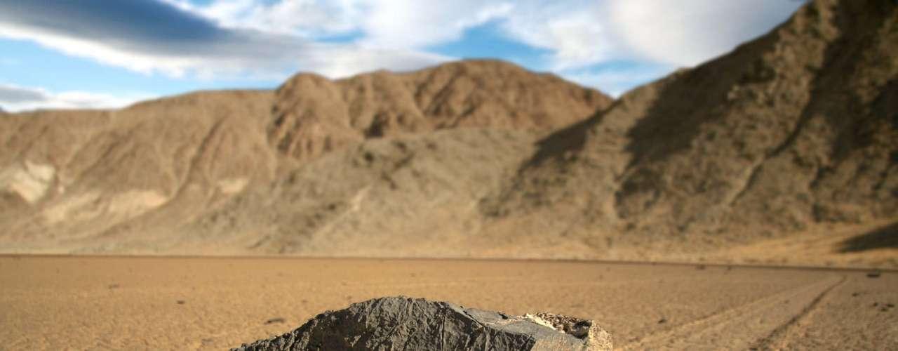 O fenômeno tem sido um mistério para cientistas há quase um século, porém agora um um geólogo da Nasa acredita ter finalmente encontrado a resposta.