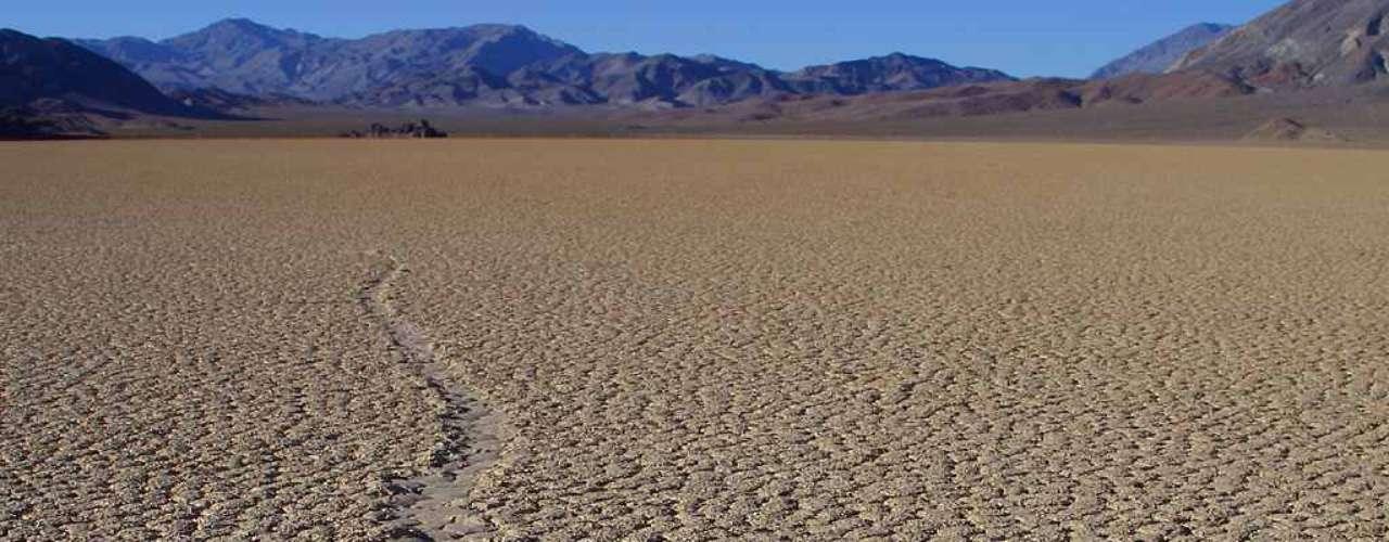 Antes, acreditava-se que que os fortes ventos do vale podiam ser responsáveis pelo movimento das rochas. Isso é, em parte, verdade, aponta o estudo