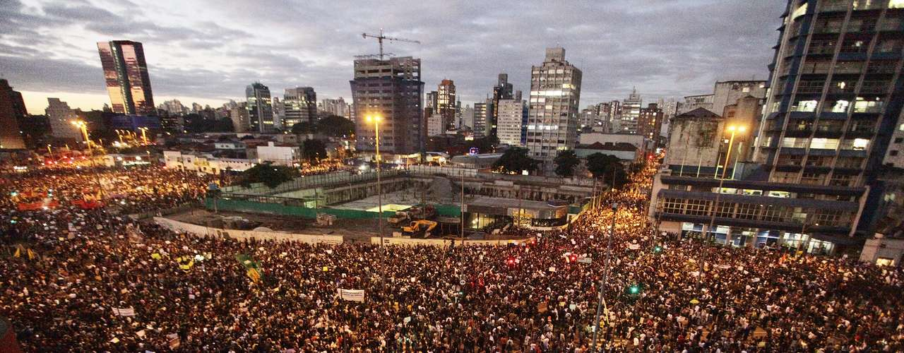 17 de junho Multidão participa da manifestação em São Paulo nesta segunda-feira