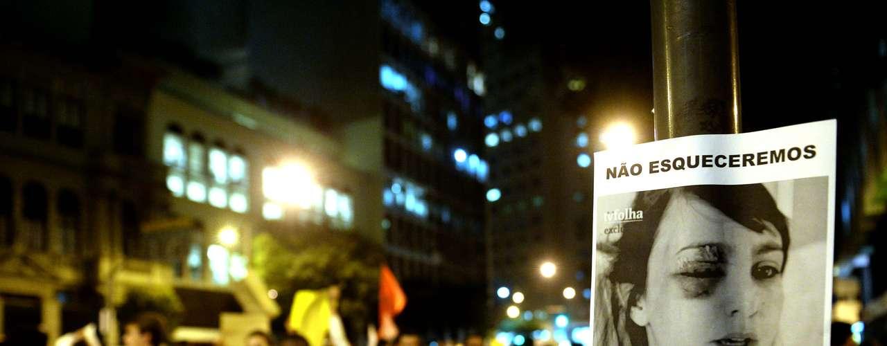 17 de junho - Contra o aumento da passagem, mais de 50 mil ativistas foram às ruas do Rio de Janeiro na noite desta segunda-feira durante. Depois de um começo de manifestação pacífico, a polícia e uma pequena parte dos manifestantes entraram em confronto em frente à Assembleia Legislativa do Rio de Janeiro (Alerj)