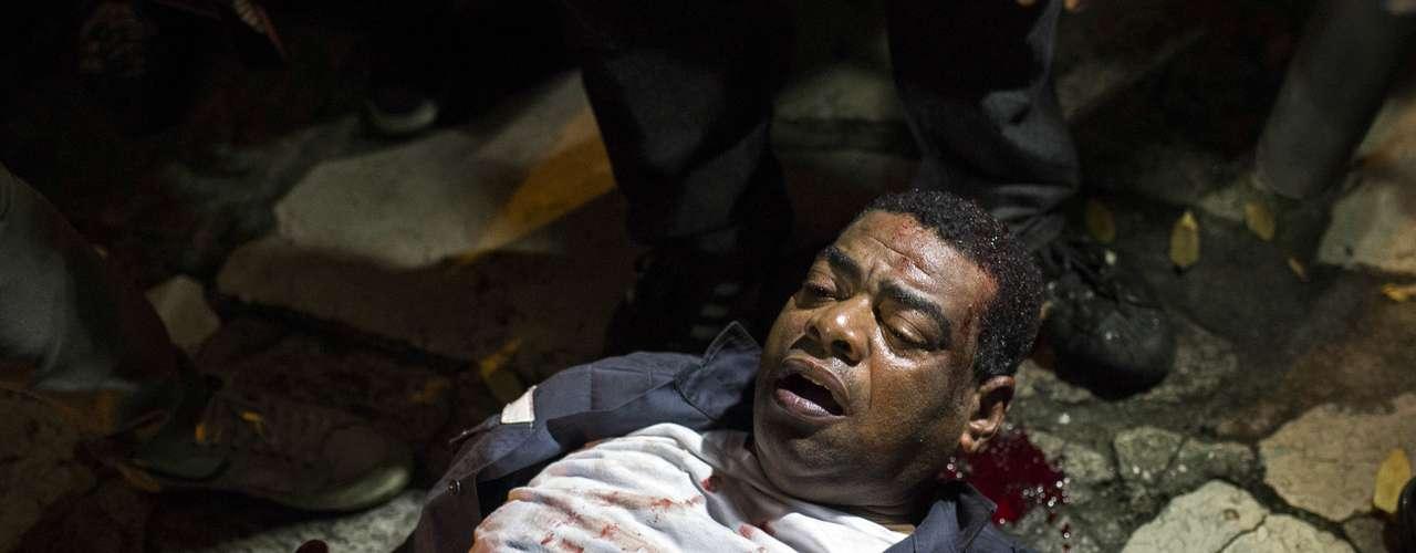17 de junho Policiais tiveram que ser levados a hospitais devido a agressões no Rio de Janeiro