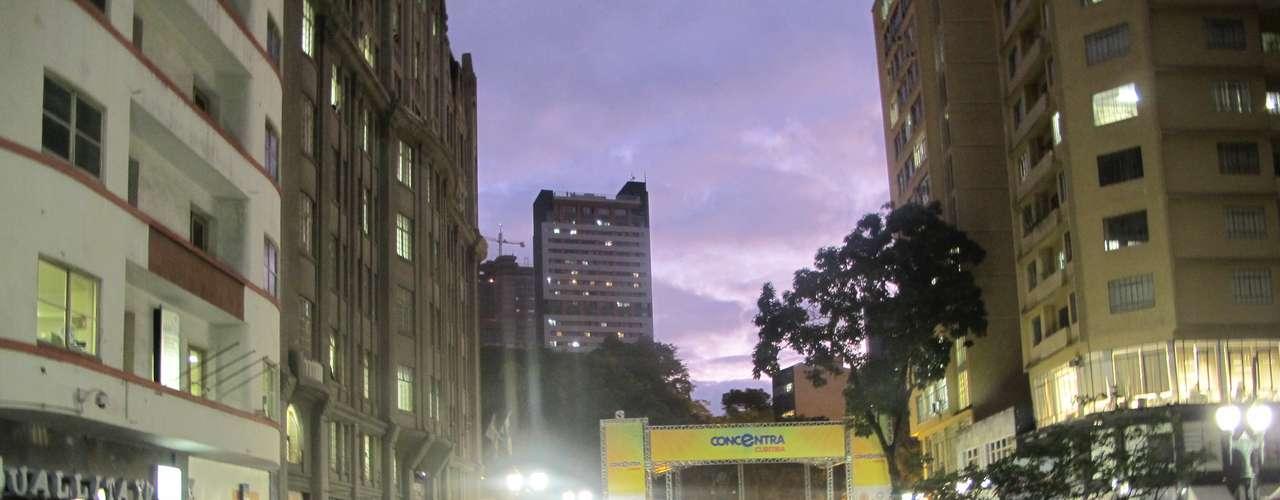 17 de junho - Protesto reúne mais de 10 mil pessoas nesta segunda-feira nas ruas de Curitiba, no Paraná