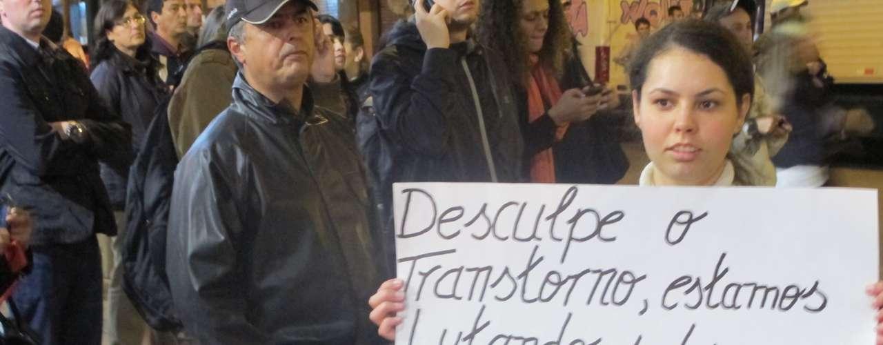 17 de junho - A manifestação em Curitiba segue pacífica, sem registros de incidentes graves