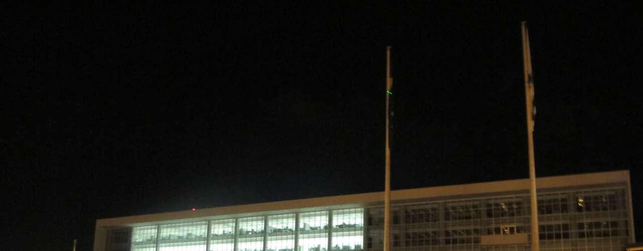 17 de junho - Em Curitiba, a manifestação foi pacífica e sem incidentes durante três horas, até a chegada no Palácio Iguaçu, sede do governo do Estado, onde houve conflito entre os próprios manifestantes e, posteriormente, com a Polícia Militar