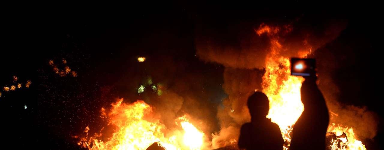17 de junho Carro foi queimado no protesto de hoje no Rio de Janeiro