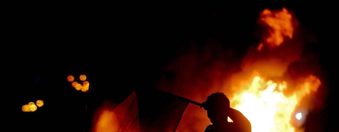 17 de junho Na capital fluminense, o protesto começou pacífico mas teve confronto e vandalismo
