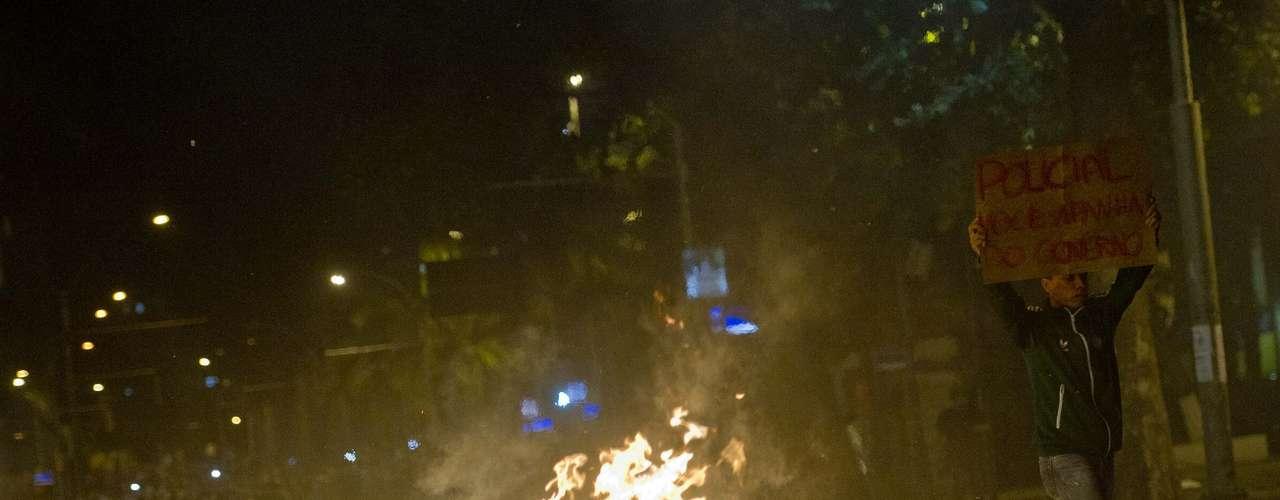 17 de junho Houve tentativa de invasão da Assembleia Legislativa, que abrigou o Congresso quando a capital ficava no Rio de Janeiro