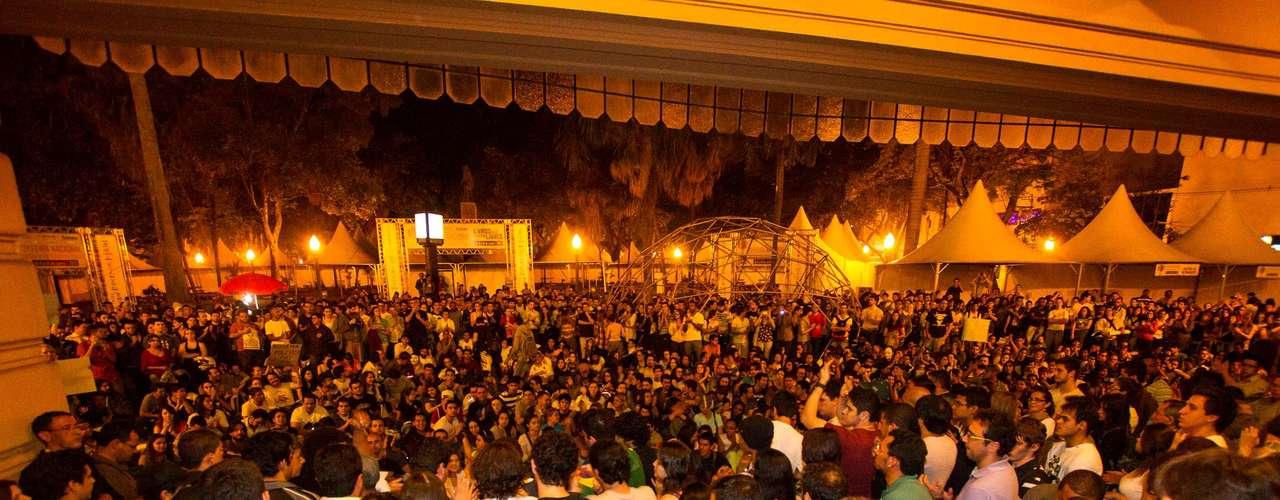 18 de junho - Protesto contra o aumento das passagens de ônibus, trens e metrô, em Ribeirão Preto, interior de São Paulo