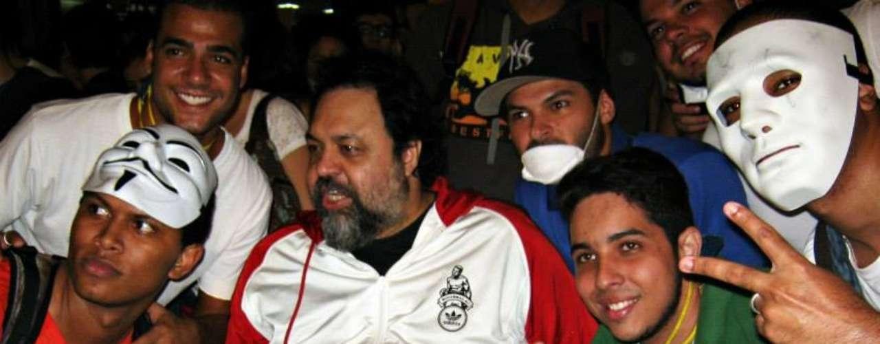 17 de junho - Ex-integrante do Rappa, o músico Marcelo Yuka participou aderiu à manifestação