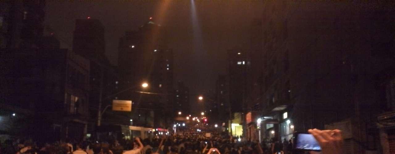 17 de junho - Manifestantes ocupam em protesto pacifico toda a extensão da avenida Brigadeiro Luís Antônio entre as avenidas Paulista e São Gabriel