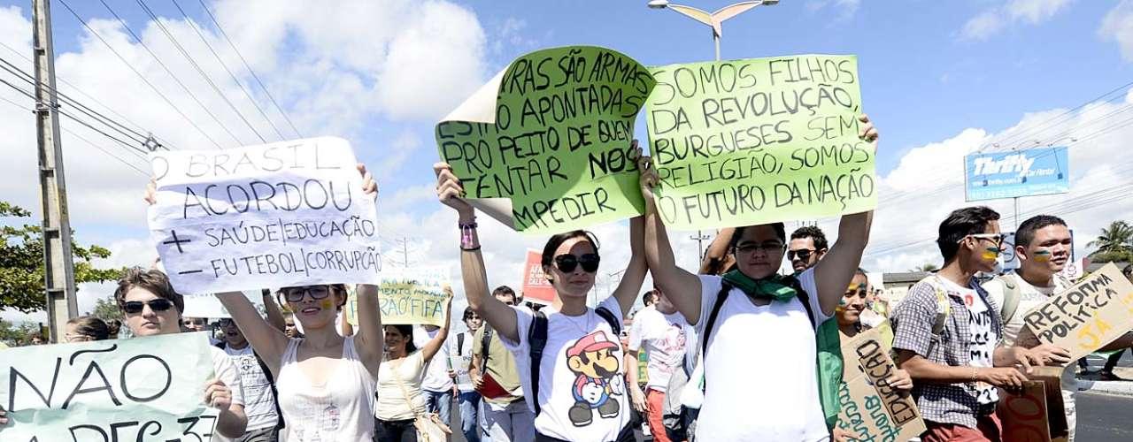 Cidades como Porto Alegre, São Paulo, Rio de Janeiro, Belo Horizonte, Brasília e Natal também contam com manifestações