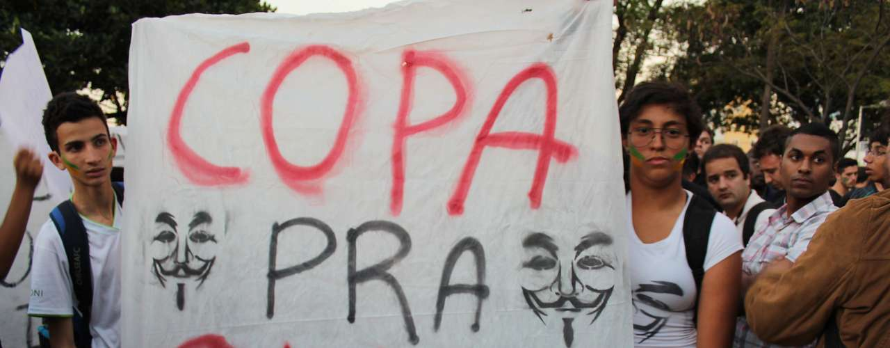 18 junho -  Os protestos na cidade de Belo Horizonte contra os mais diversos temas continuaram nesta terça-feira