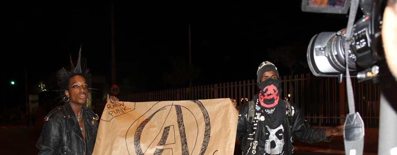 18 junho -  O longo trajeto do protesto em BH foi pacífico, com os estudantes portando faixas e cartazes que esboçavam insatisfação com temas distintos