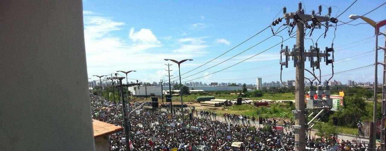 Multidão se reuniu em protesto em Fortaleza, onde a Seleção Brasileira enfrenta o México pela Copa das Confederações