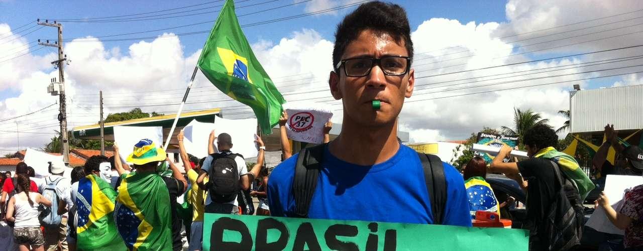 No principal grito, manifestantes afirmavam: ''Brasil, vamos acordar; o professor vale mais que o Neymar''
