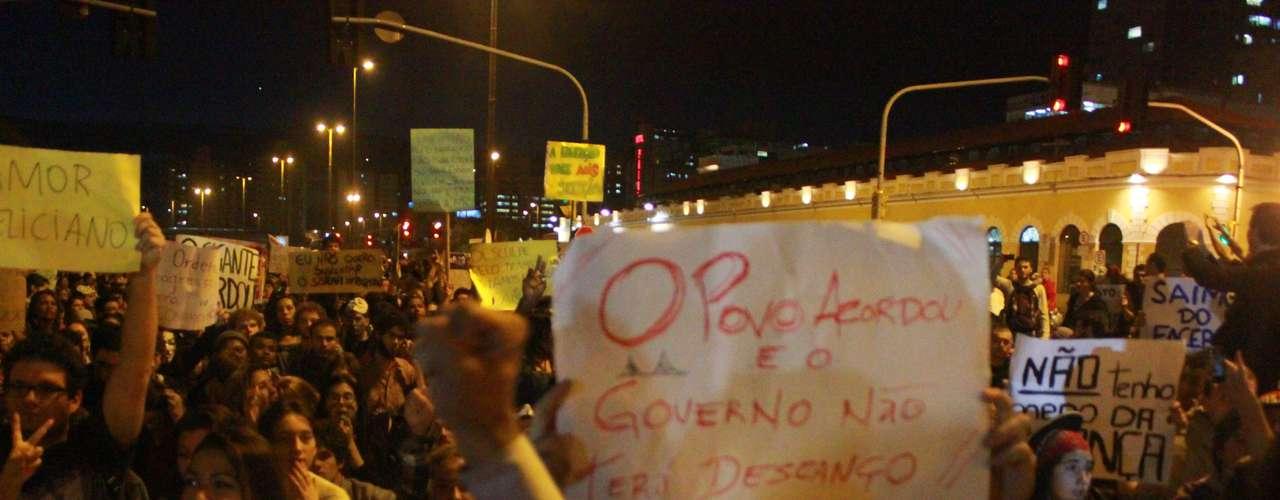 18 de junho - Cerca de 5 mil manifestantes, segundo os cálculos do comando da Polícia Militar de Santa Catarina, protestaram nas ruas de Florianópolis na noite desta terça-feira