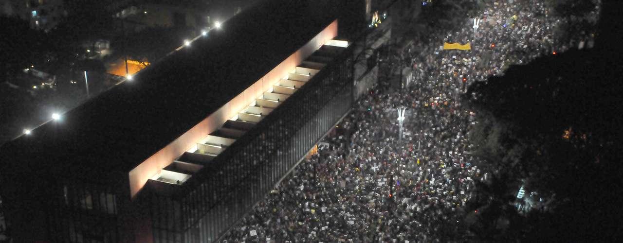 18 de junho -  Multidão ocupa avenida Paulista durante protesto que começou pacífico no centro de São Paulo