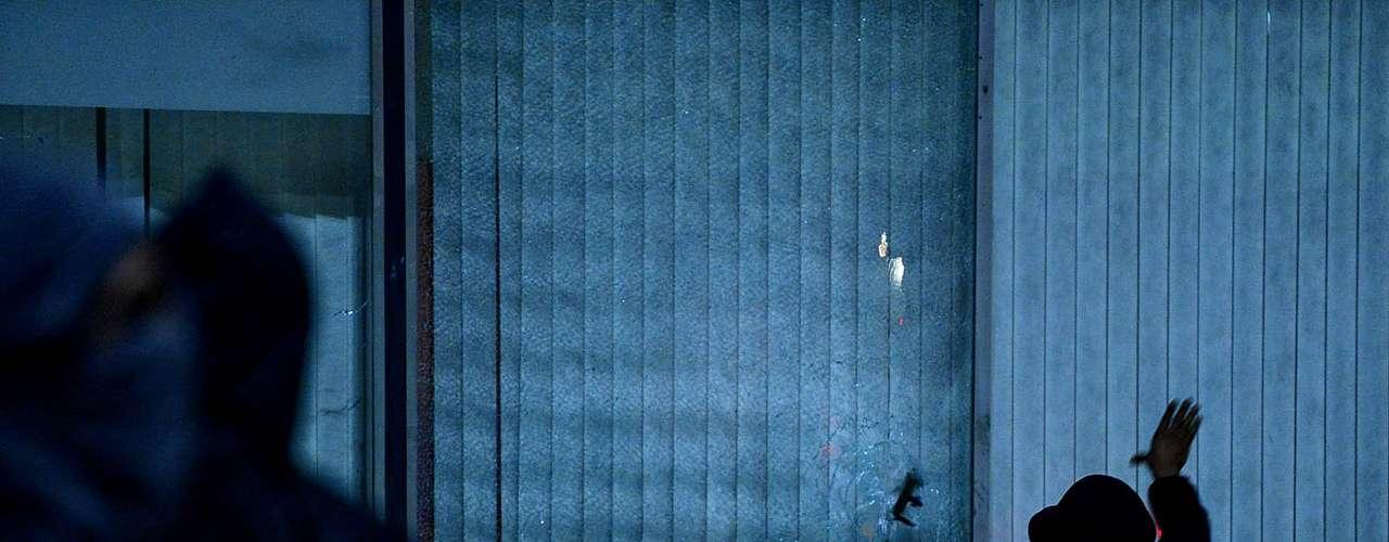 18 de junho - Vidros do prédio do Executivo municipal também foram quebrados