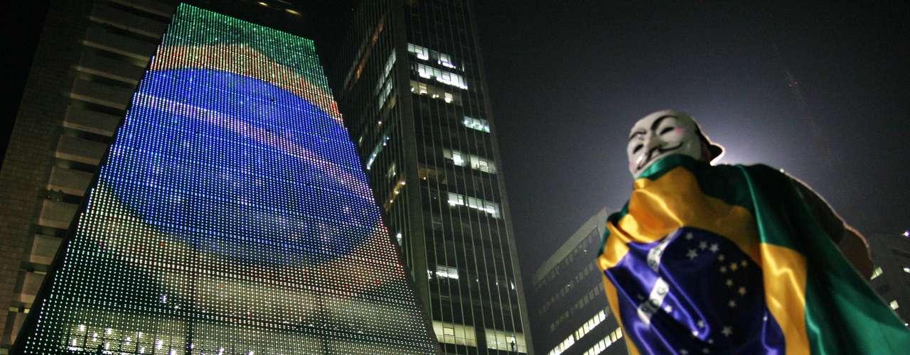 18 de junho - Avenida Paulista foi tomada por milhares de manifestantes, que bloquearam a via
