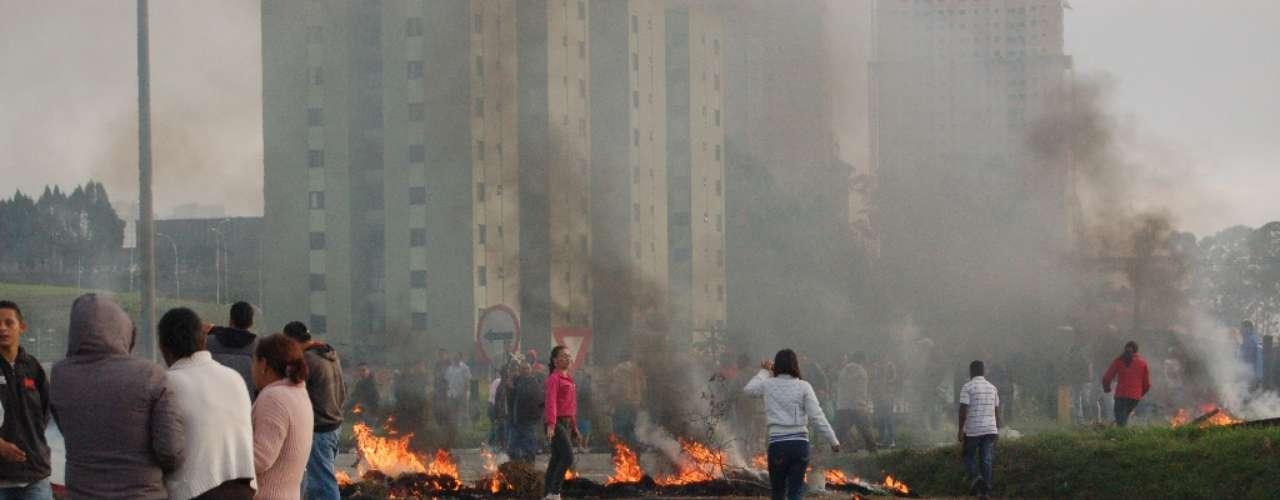 19 de junho- Segundo a assessoria de imprensa da Ecovias, o protesto foifeito pelo Movimento dos Trabalhadores Sem-teto