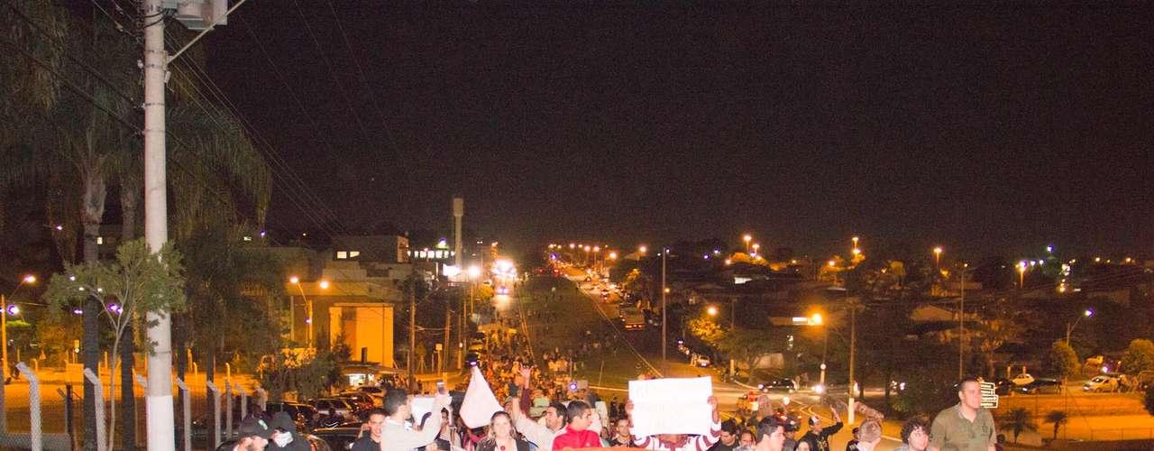 18 de junho - Manifestantes tomam as ruas de Valinhos durante protesto contra o aumento nas passagens de ônibus