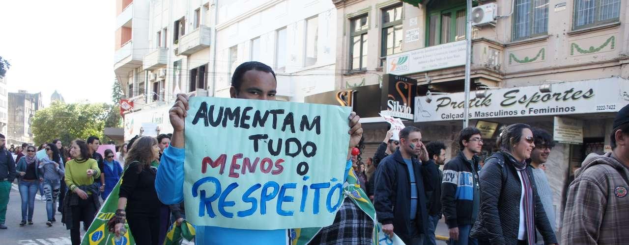 22 de junho - Passeata reuniu 30 mil pessoas em Santa Maria (RS)