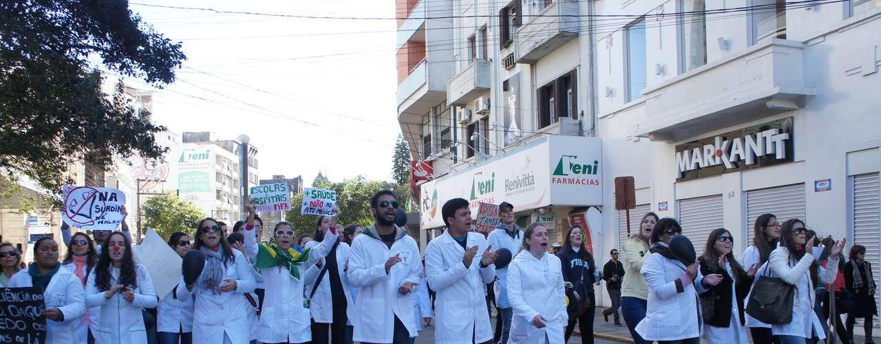22 de junho - Protesto em Santa Maria também criticou a aprovação do Ato Médico pelo Congresso