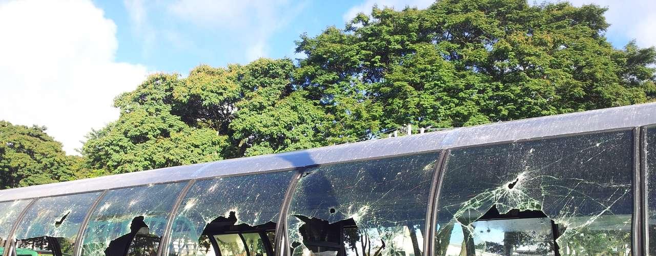 22 de junho - Prefeitura de Curitiba contabiliza prejuízos por atos de vandalismo em meio a protestos por redução da tarifa do transporte público