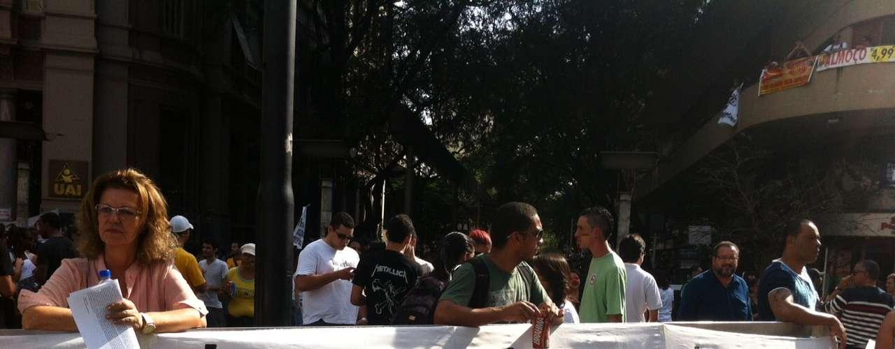 22 de junho -Manifestantes também protestam contra a falta de segurança,o ato médico e a privatização do Serviço de Atendimento Móvel de Urgência (Samu) em algumas cidades da região metropolitana