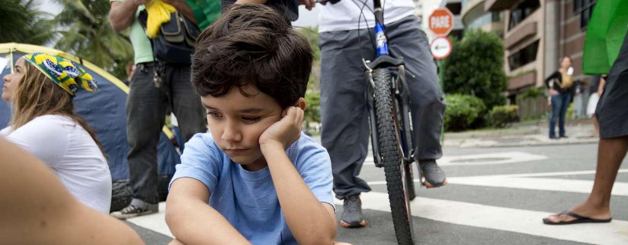 22 de junho - Protesto reúne pessoas de todas as idades no Leblon