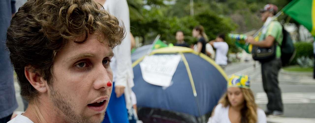 22 de junho - O estudante de Direito João Pedro Menezes classificou a ação do PM como \