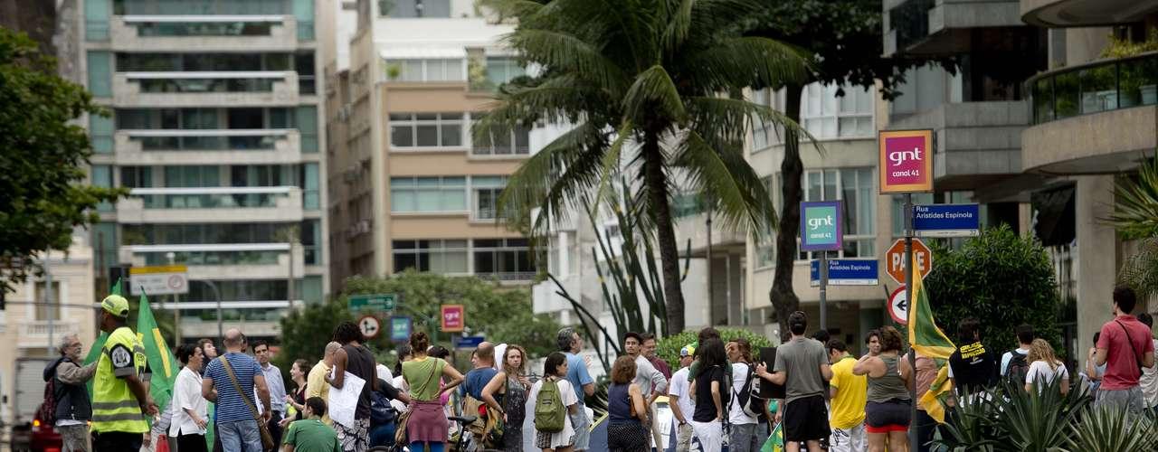 22 de junho - Com casa cercada, paradeiro de Cabral é incerto; grupo acredita que governador esteja em sua casa de praia no sul do Estado