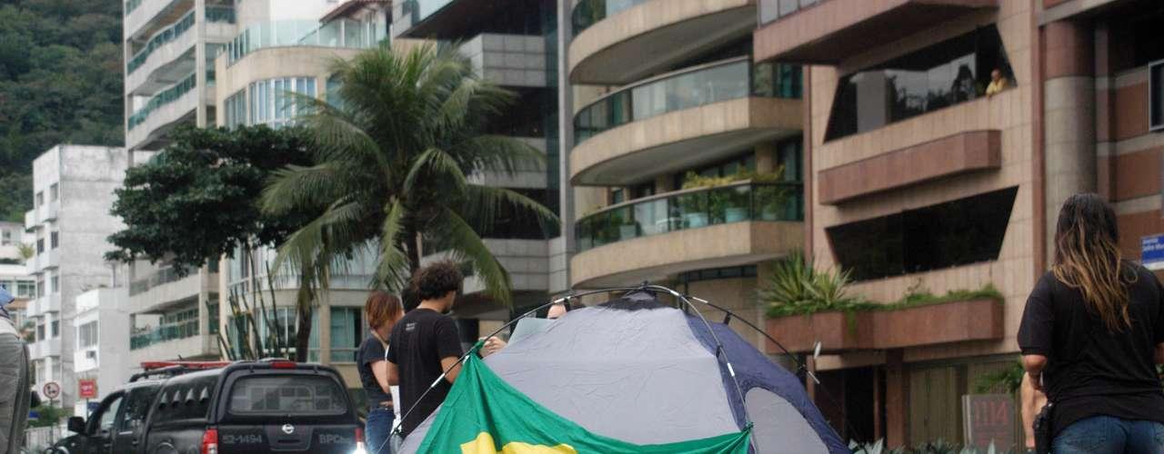 22 de junho - Ocupação da rua Aristides Spínola, no Leblon, ocorreu ainda na noite de sexta-feira