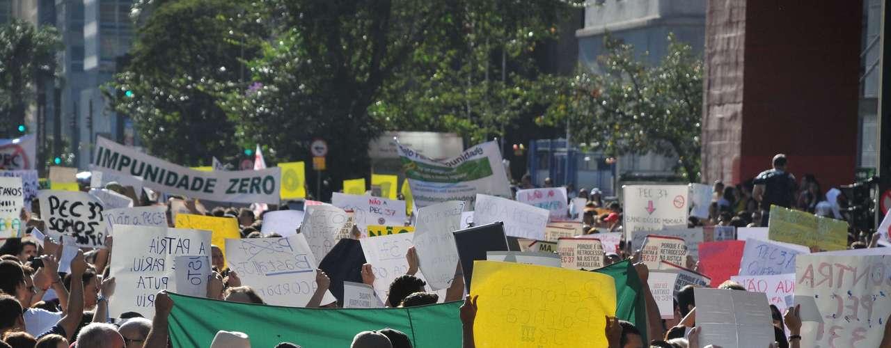 22 de junho Grupo protesta contra a PEC 37, que acaba com o poder de investigação do Ministério Público, em São Paulo