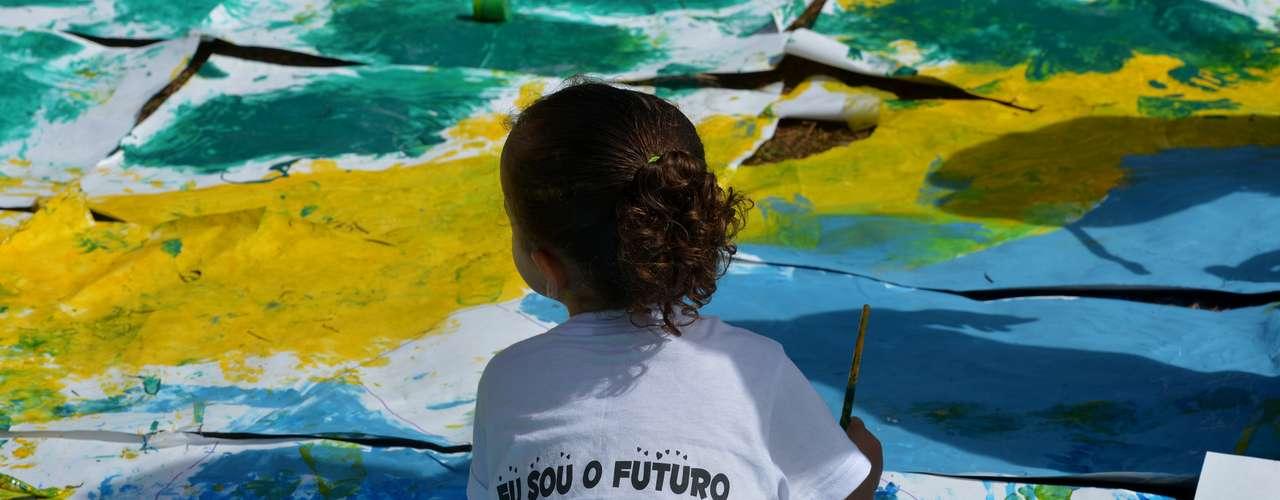 23 de junho - Muitos pais aproveitaram o evento para ensinar aos filhos, na prática, o que são as mobilizações e para que servem