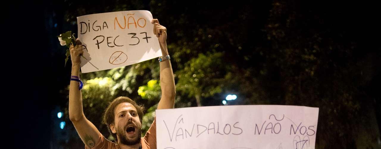 24 de junho -Os manifestantes cobram os desvios da classe política e os atos de corrupção dos governantes