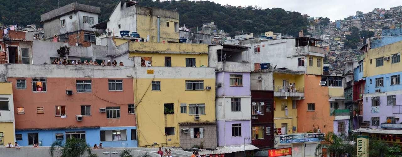 25 de junho - Com receio de vandalismo, diversos comerciantes fecharam as portas às vésperas de protesto na Rocinha