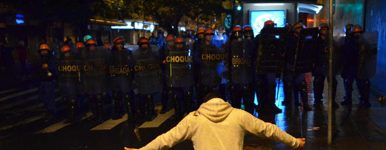 24 de junho - Ação da Tropa de Choque dispersou manifestantes depois que um grupo tentou saquear lojas na região da Esquina Democrática