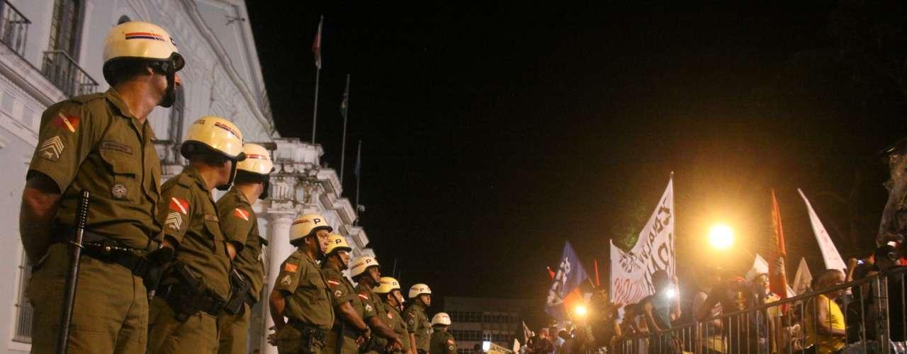 24 de junho -Na hora, houve tumulto, muitos sentaram no chão e pediram paz, enquanto a polícia tentou acalmar a todos
