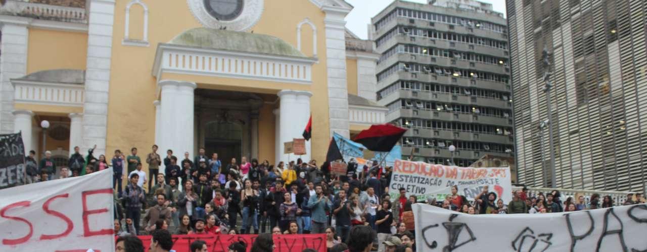 25 de junho -O manifesto, organizado pelo Movimento do Passe Livre (MPL) na capital catarinense, reúne em sua maioria estudantes da Universidade Federal de Santa Catarina (UFSC) e integrantes de partidos políticos de esquerda