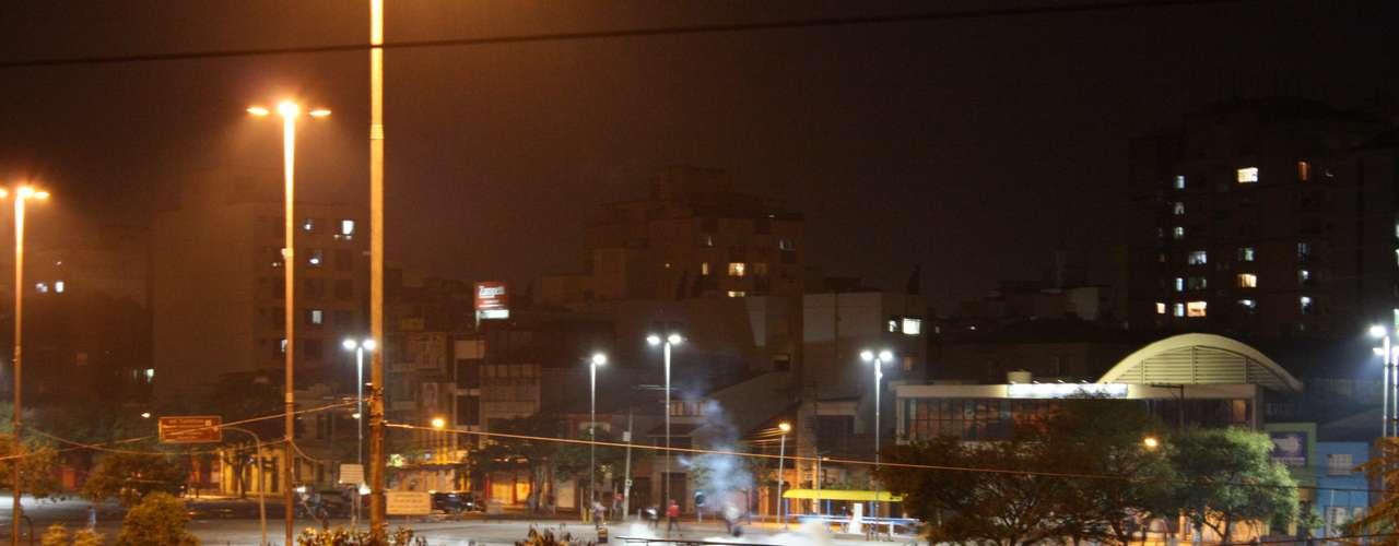 24de junho - Nuvens de gás lacrimogêneo no Largo Zumbi dos Palmares, em Porto Alegre, durante ação de dispersão da Polícia Militar