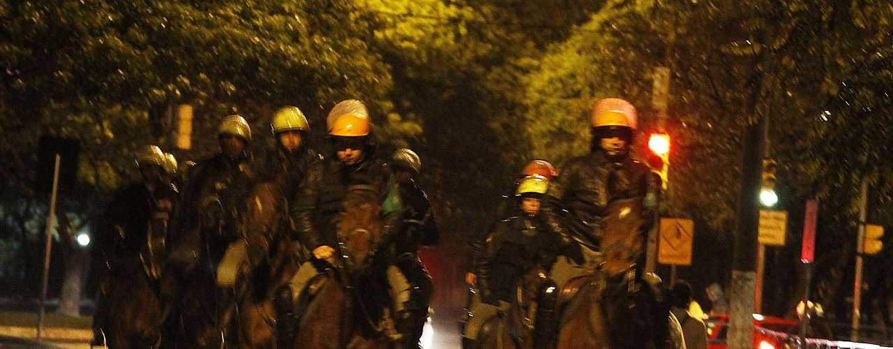 24 de junho -Após a ação da Brigada Militar, um grupo passou a tentar saquear outras lojas e a também vandalizar a região, enquanto a maior parte dos manifestantes se dispersou