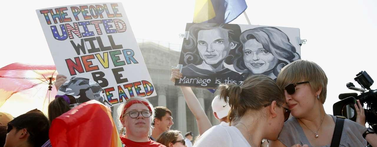 Ativistas aguardam pela decisão da Suprema Corte americana
