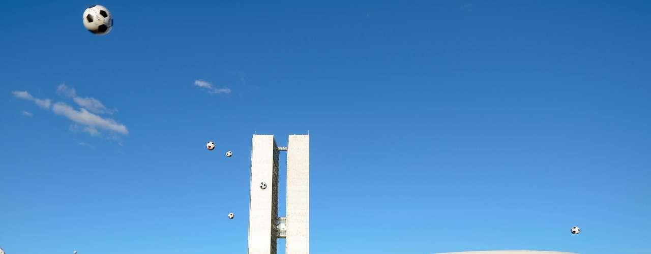 26 de junho - Manifestantes começaram a chegar para um novo protesto ao gramado do Congresso Nacional, em Brasília, pouco antes das 17h