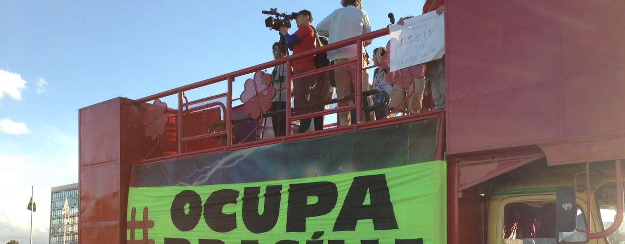 26 de junho - Desta vez, o grupo conseguiu um carro de som para o protesto em Brasília