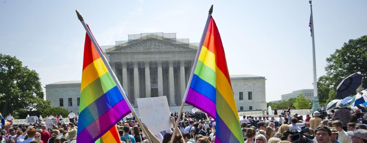 Centenas de ativista se mobilizaram em frente à Suprema Corte para acompanhar a decisão histórica