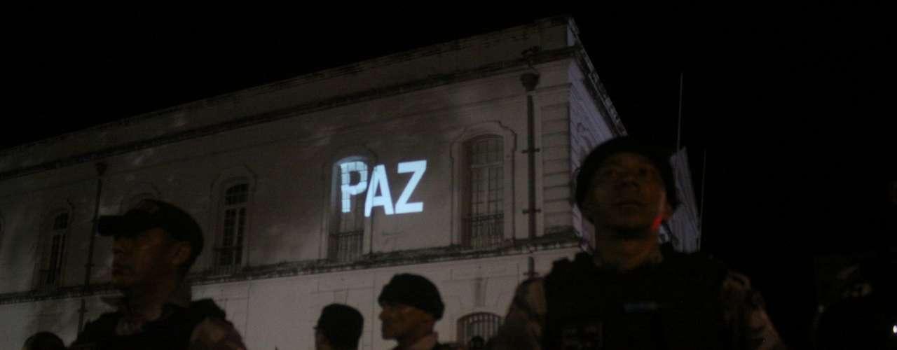 26 de junho - Cerca de cinco mil pessoas fizeram protesto tenso contra o preço da passagem de ônibus nesta quarta-feira em Belém, no Pará