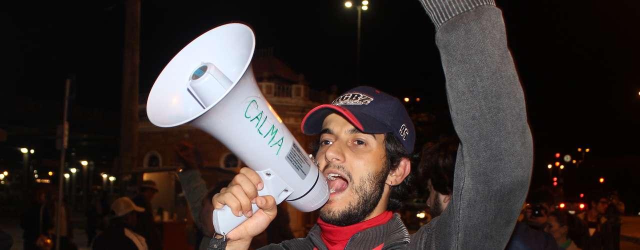 27 de junho - Na noite desta quinta-feira, cerca de 500 pessoas tomaram as ruas da região central da capital catarinense para pedir a tarifa zero no transporte coletivo.